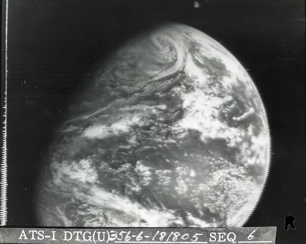 1966, 22 февраля. Первый снимок планеты Земля с ее спутником Луной
