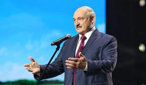 Вышедшего к женщинам Лукашенко растрясли и заласкали (видео)