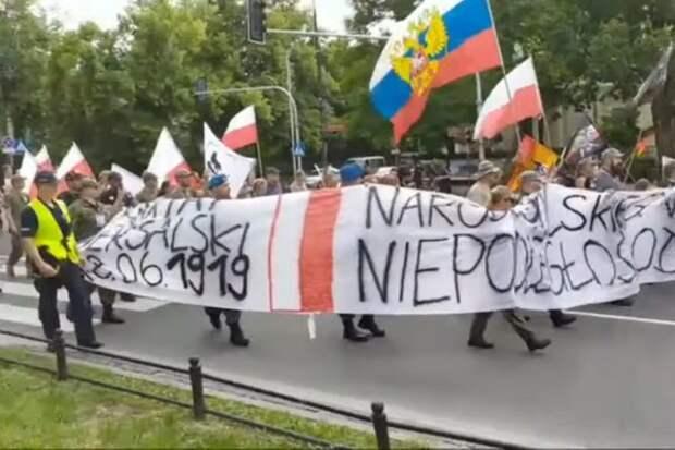 Поляки – и против США? Да еще и с флагом России? Не может быть!