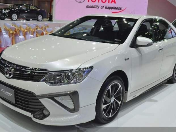В Бангкоке дебютировали «спортивные» Toyota Camry и Corolla