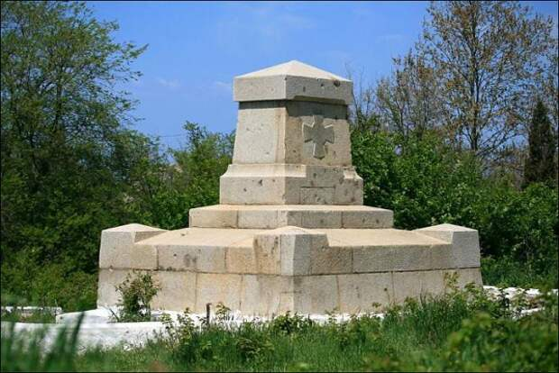 В Севастополе хотят заменить памятник адмиралу Истомину