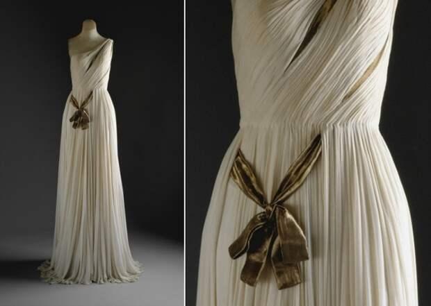 Это платье, созданное в 1954 году, воплотило одновременно и узнаваемый,