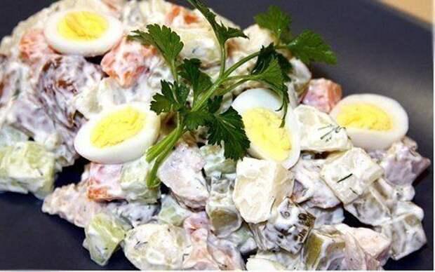 Салат «Чудо» с копченой курицей