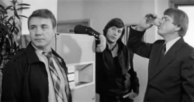 """М. Кокшенов, А. Абдулов и Л. Куравлёв на съёмках """"Самой обаятельной и привлекательной"""""""