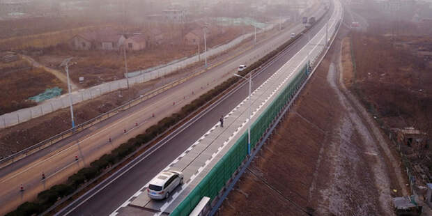 Эта дорога вошла в число первых магистралей из солнечных панелей. /Фото: ilpost.it