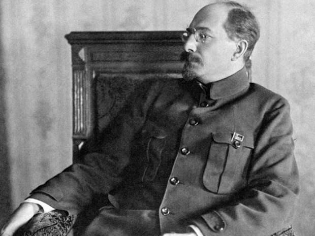 Почему Анатолий Луначарский в 1922 году запретил свастику в СССР