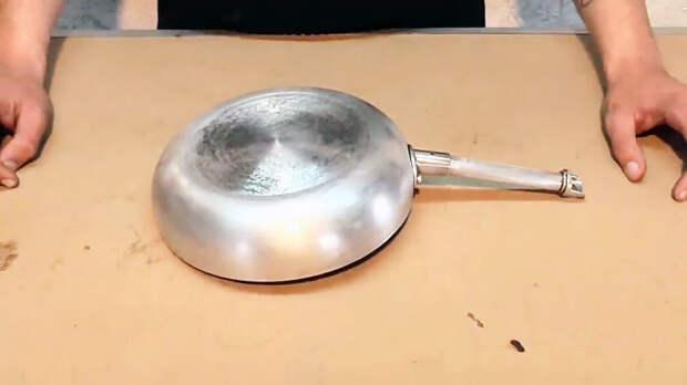 Как просто очистить сковородку от нагара без химии