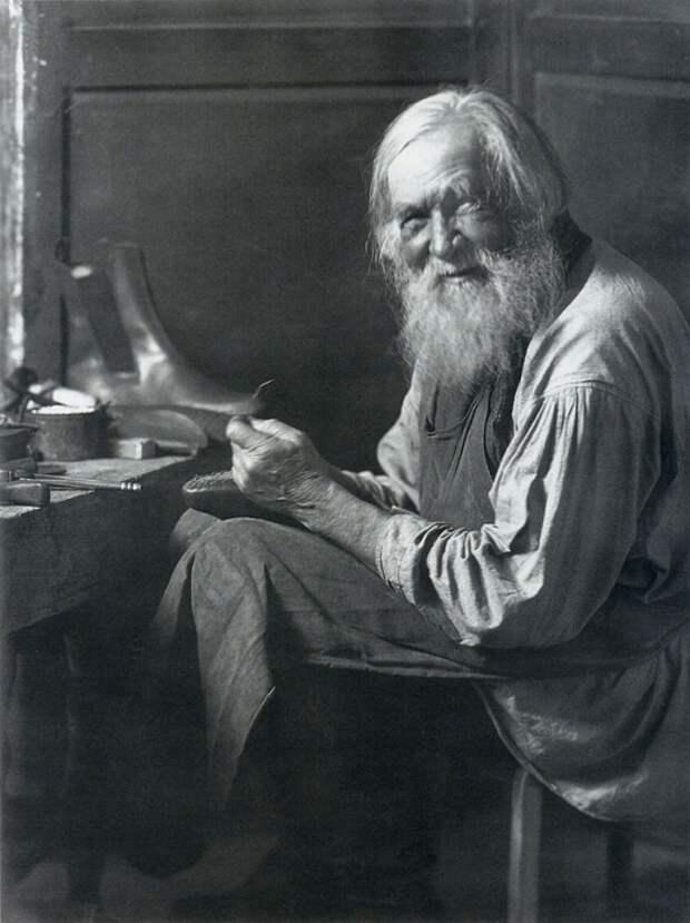 Сапожник. Фото 1903-1905 года.