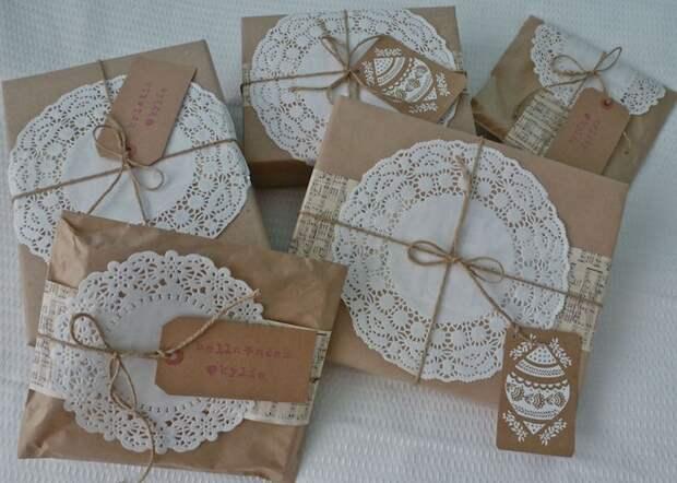 Упаковка подарков с салфетками