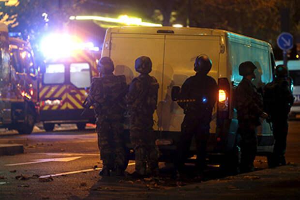 Неизвестные захватили заложников в парижском концертном зале. Олланд объявил чрезвычайное положение и приказал закрыть границы
