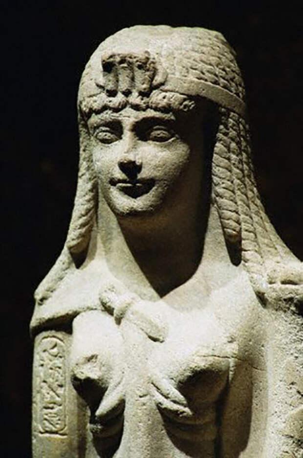 Статуя царицы Клеопатры.