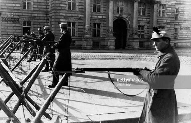 Вооружённые столкновения между левыми (социал-демократическими) и правыми группировками, участие на стороне которых приняли также силы полиции и армии. Вена. Австрийская Республика. 12-16 февраля 1934 года.