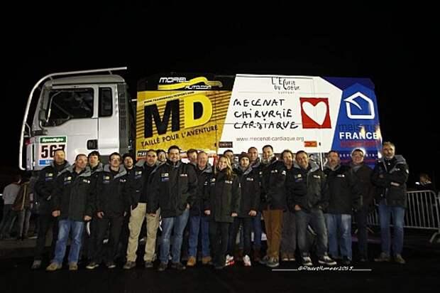 Многочисленная команда MD Rallye Sport Team на презентации перед ралли-рейдом.