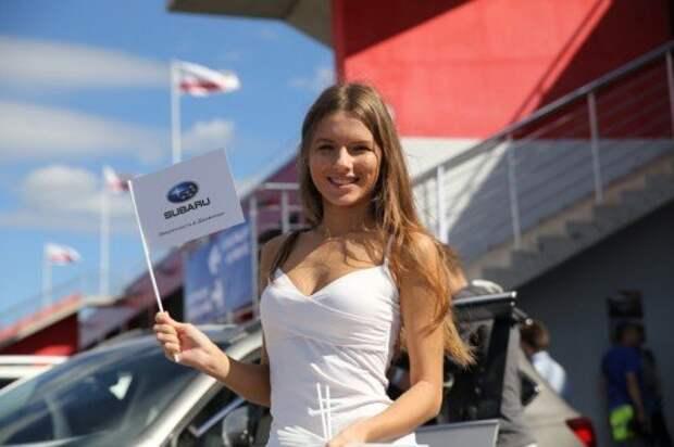 Автомобили Subaru выстроились в самую длинную колонну в мире