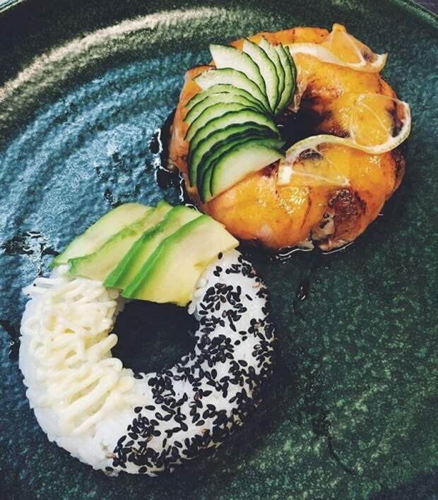 Суши в виде пончиков — забавный пищевой тренд, заставляющий взглянуть на японскую кухню по-новому