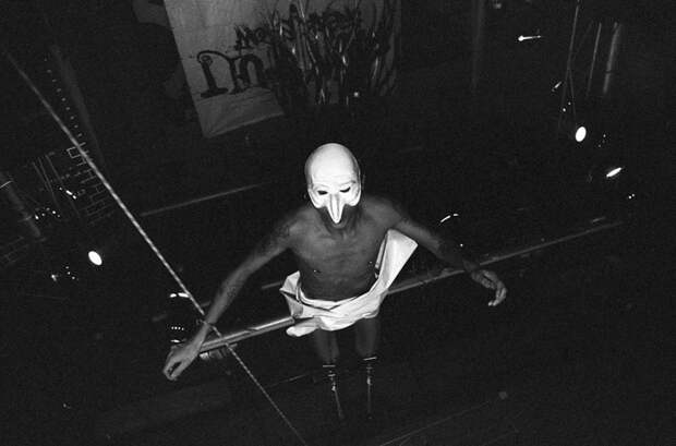 Шокирующий фотопроект Дмитрия Чагина о подвешивании на крюках
