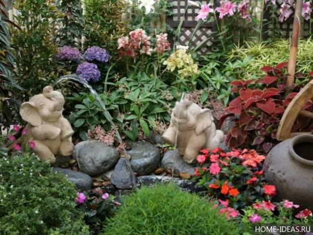 Слоники в виде мини фонтана
