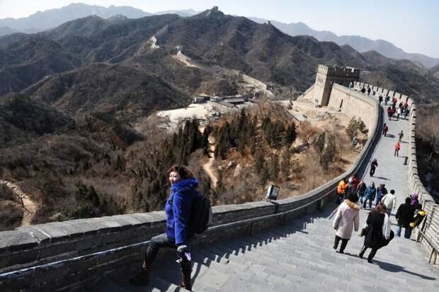 26 место. Великая китайская стена (Wanli Changcheng) — это самое большое строительное сооружение древнего Китая, состоящее из оборонительных укреплений, возведённых в разное время для того, чтобы защитить северные границы страны от кочевых народов Севера. Ежегодно её посещают 10,7 миллионов человек.