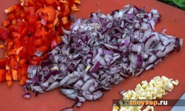 Легкий салат с шампиньонами и курицей под соевым соусом