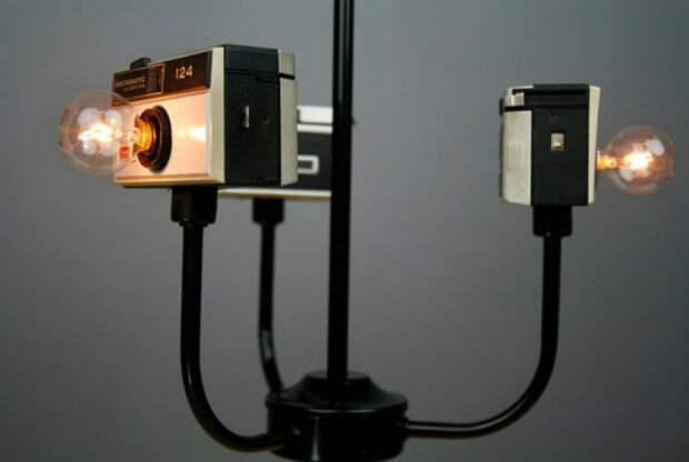 Уникальная люстра из старых фотоаппаратов.