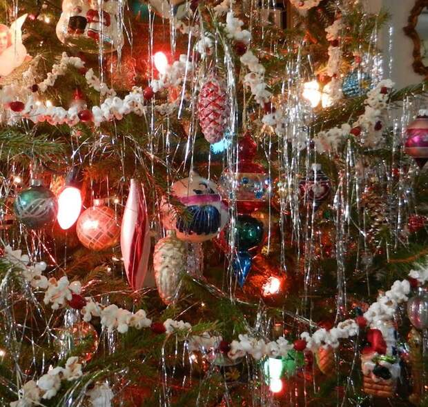 Чем украшали елки 20 лет назад