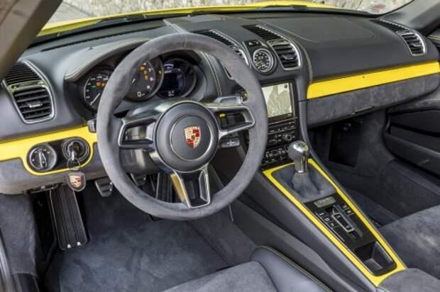 Обшитый алькантарой руль диаметром 360 – как на Cayman GT4.