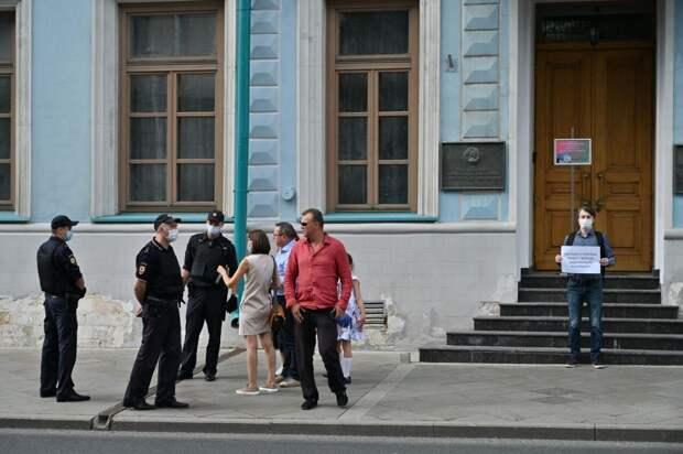 В Москве прошли пикеты в защиту задержанного в Белоруссии Шклярова