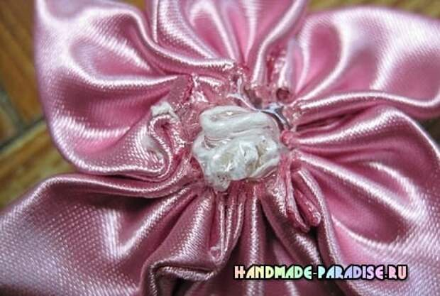Мастер-класс. Цветок вертушка из лент (8)