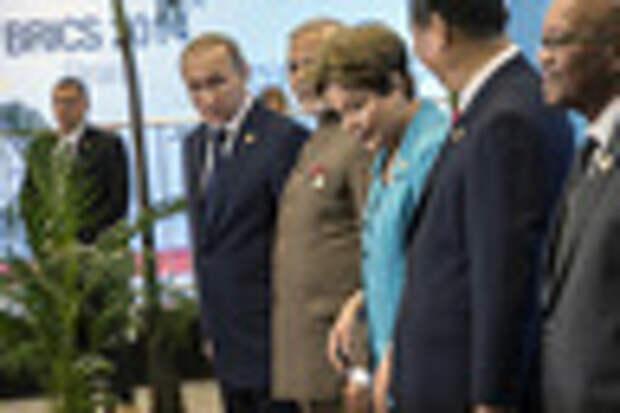 Владимир Путин, Нарендра Моди, Дилма Русеф, Си Цзиньпин, Джейкоб Зума во время встречи на саммите БРИКС