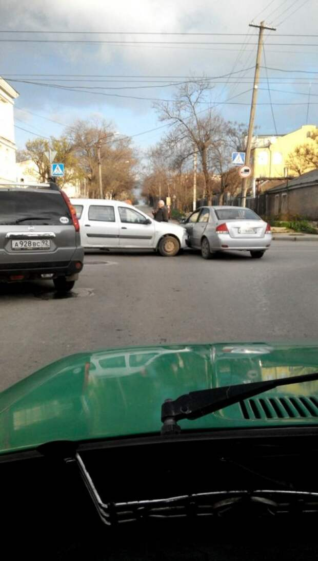 Лента ДТП в Севастополе: понедельник - день тяжёлый! (фото)