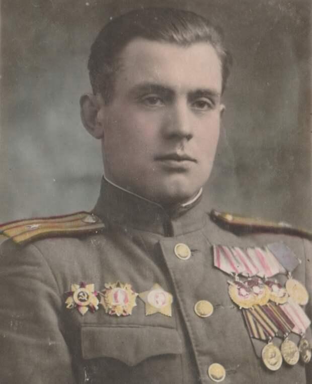 Майор Александр Харичев в 1945 году не мог представить, какую жестокую обиду нанесут ему после войны.