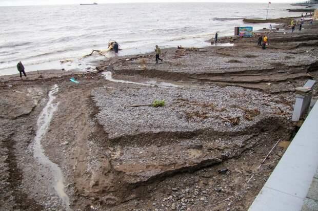 Пляжи Ялты будут закрыты еще минимум три дня