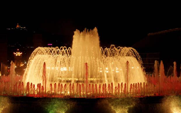 Поющий (Магический) фонтан у подножия холма Монжуик