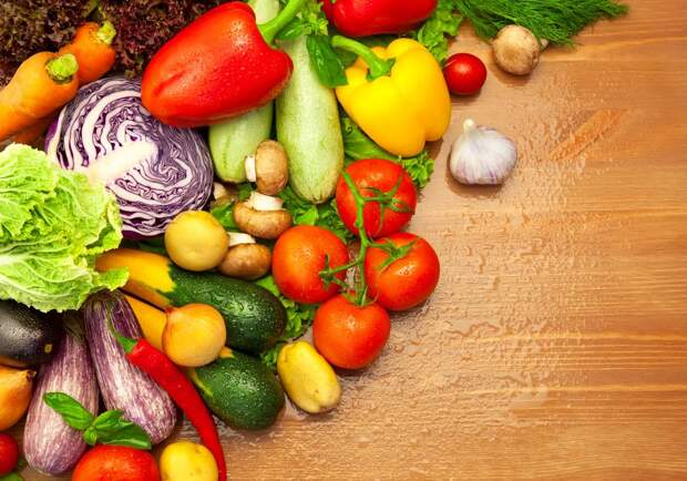 Composition of fresh Organic Vegetables /  Water Drops
