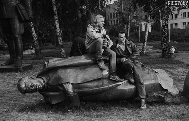 """Парк Искусств """"Музеон"""" на Крымском валу. Москва. РСФСР. СССР. 1991 год."""