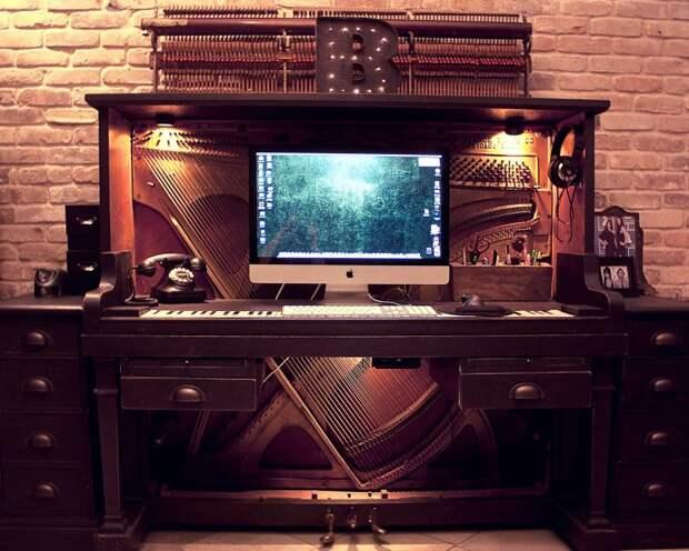 старое пианино в интерьере