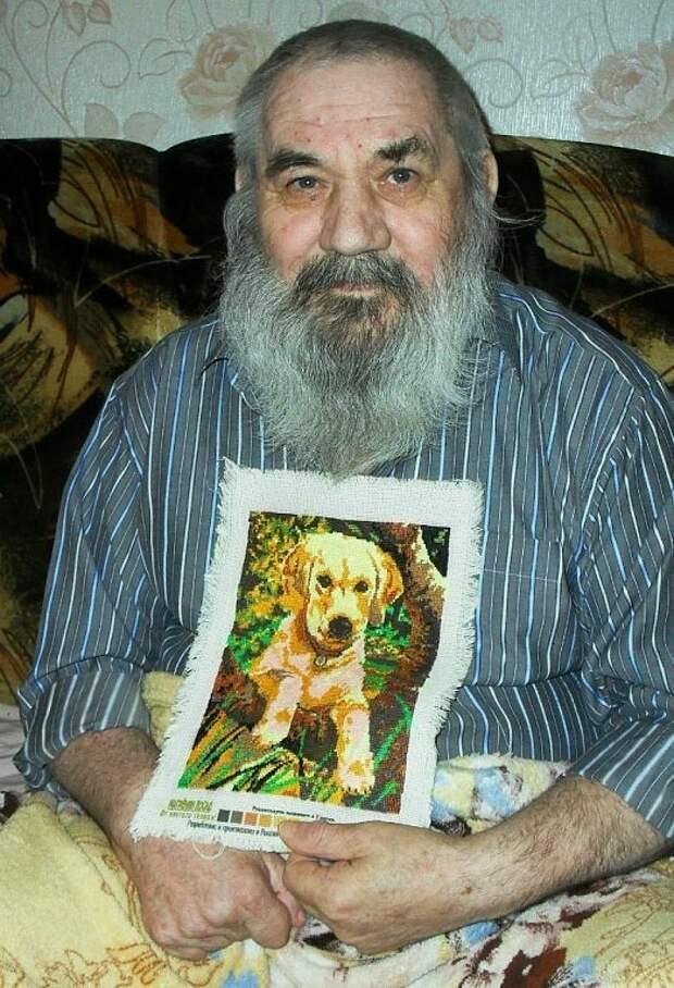 Этот дедушка вышивает каждый день, несмотря на то,что парализован уже более трех лет