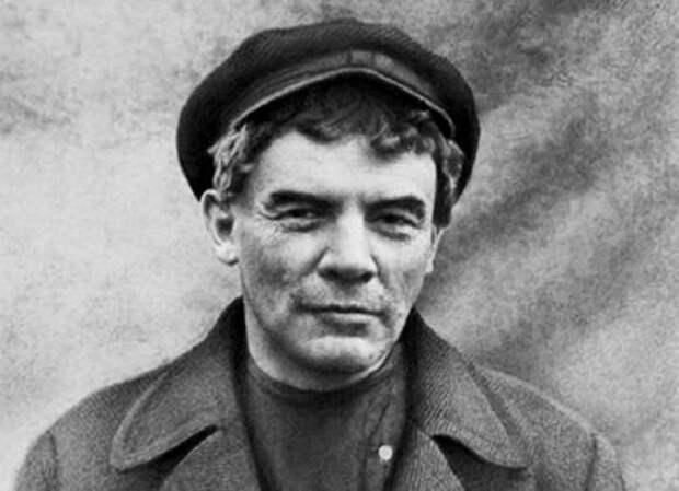 Владимир Ленин перед Октябрьским восстанием.