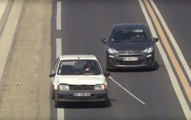Розыгрыш: слепой за рулем автомобиля