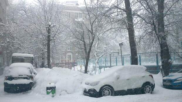 Москвичей в начале недели ждут сильнейшие снегопады