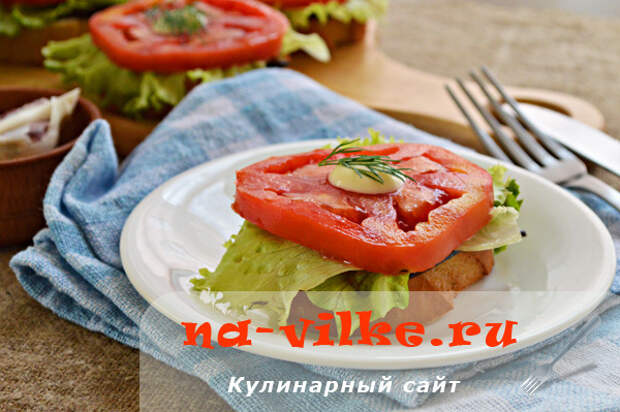 Гренки с баклажанами и помидорами