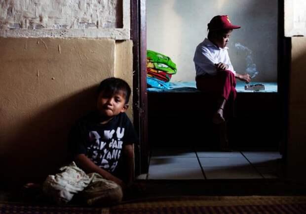 Фотопроект: портреты курящих детей Индонезии