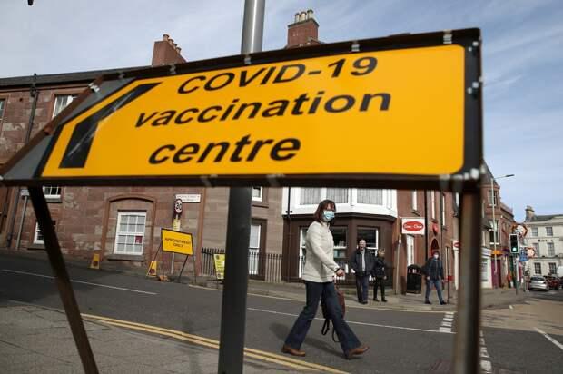 Власти Британии решили прививать от COVID-19 тремя дозами вакцины