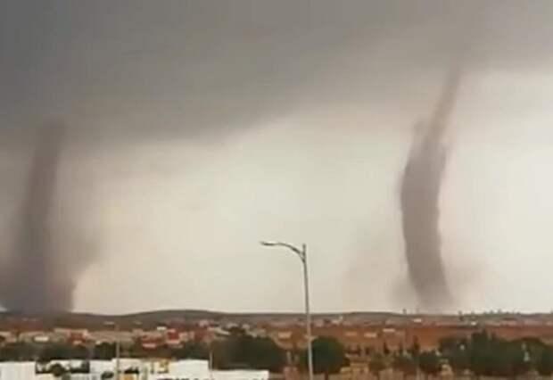 Жители Марокко запечатлели на видео «наступление» гигантских торнадо