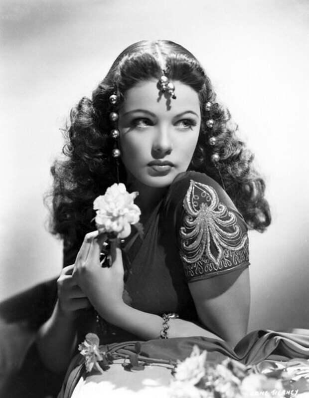 Самые соблазнительные актрисы XX столетия в образе восточных красавиц.