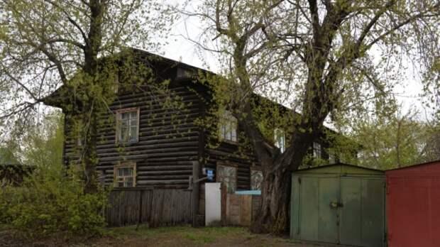 На Кубани глава района купил квартиры сиротам в бараке для заключённых