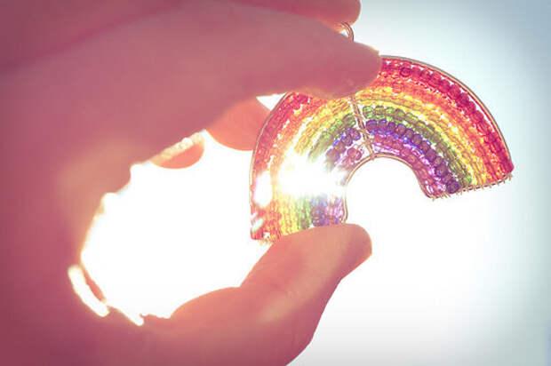 rainbowhandlightsun-7aec89fc1ecf0fcc54f54525641162fa_h