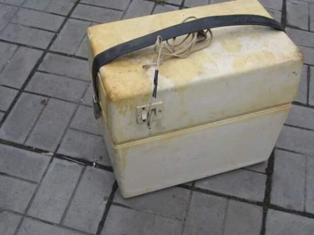 """Ну и напоследок — самый редкий советский автомобильный гаджет. Миниатюрный холодильник """"Малятко"""" СССР, авто, автомобили, дефицит, олдтаймер, ретро, ретро авто, советский союз"""