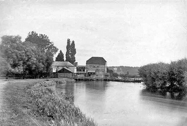 Окрестности Темзы, описанные в книге Джерома. Мельница и Шиплейкский шлюз. Фотограф Генри Тонт, 1870