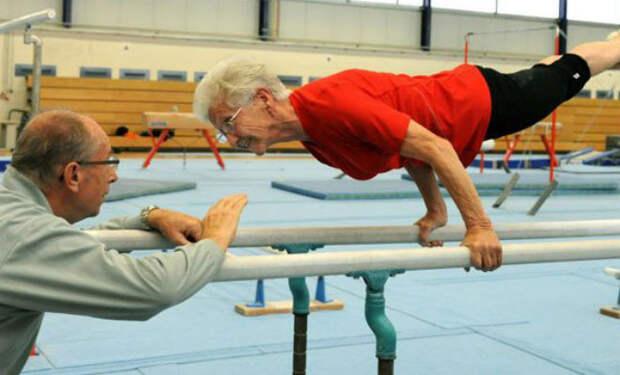 Бабушка выступила на брусьях: упражнения 95-летней гимнастки не могут повторить молодые